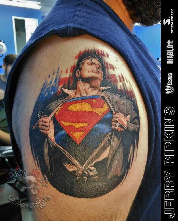 Тату супермен