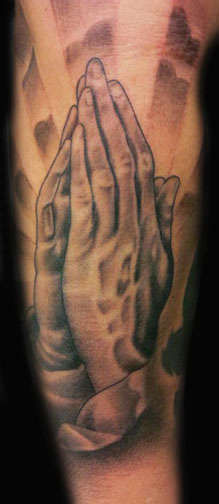 Club-tattoo-angel-galindo-san-francisco-praying-hands-30
