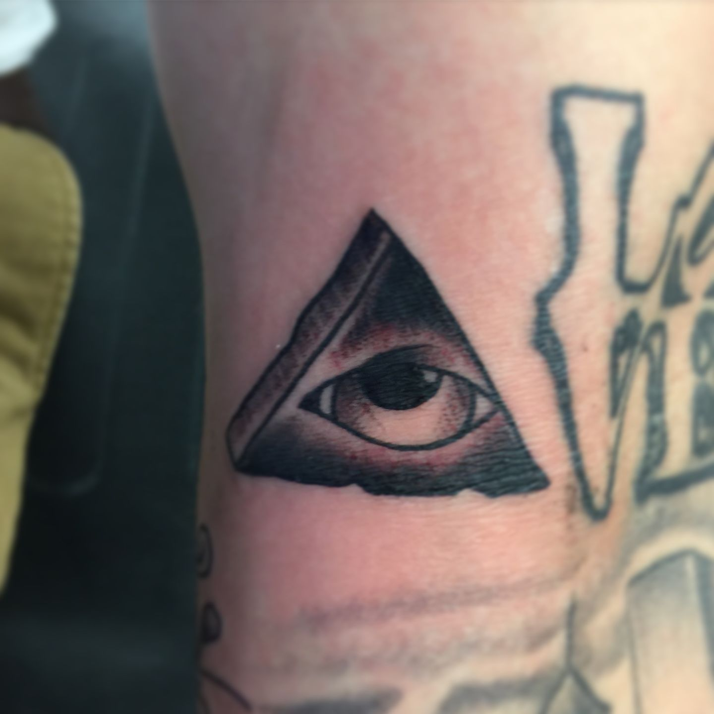 ronak:all-seeing-eye-all-seeing-eye-black-work-eye-pyramid-black ...