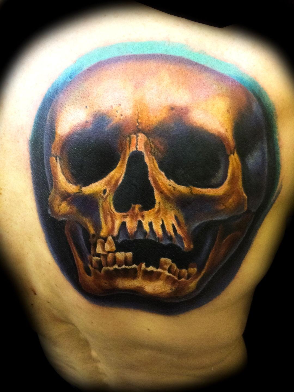Las-vegas-tattoo-artist_joe-riley_color-skull-tattoo-back