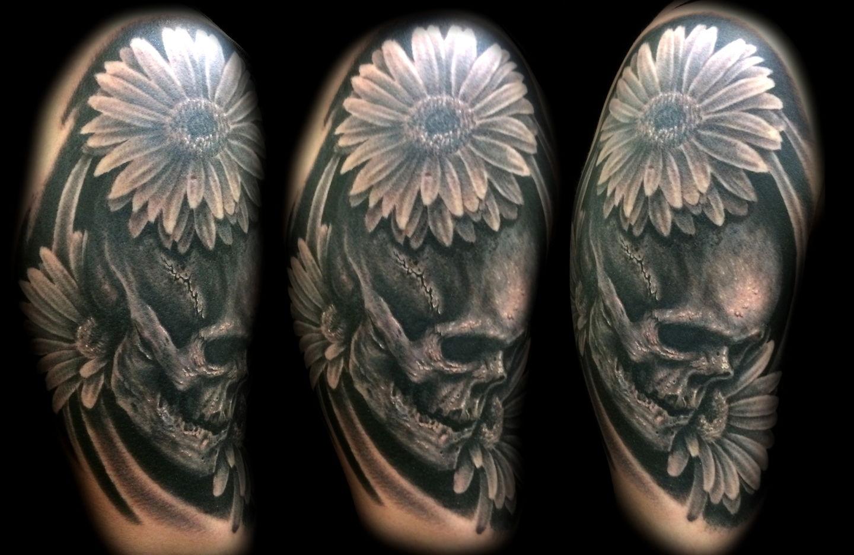 Las-vegas-tattoo-artist_joe-riley_skull-with-daisies-tattoo