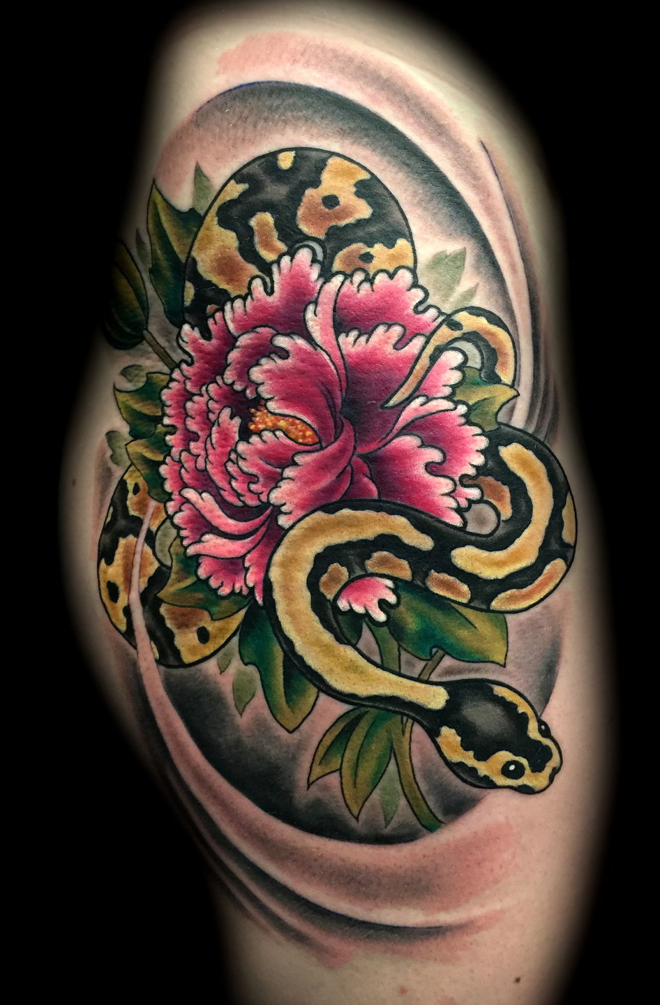 Las-vegas-tattoo-artist_joe-riley_snake_flower_hip_tattoo