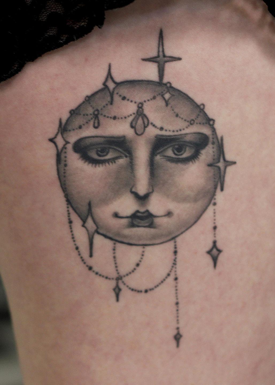Pete_ornate_moon